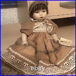 Les Poupees Porcelain Doll, 31/100 Hand-Numbered, Certificato Di Garanzia